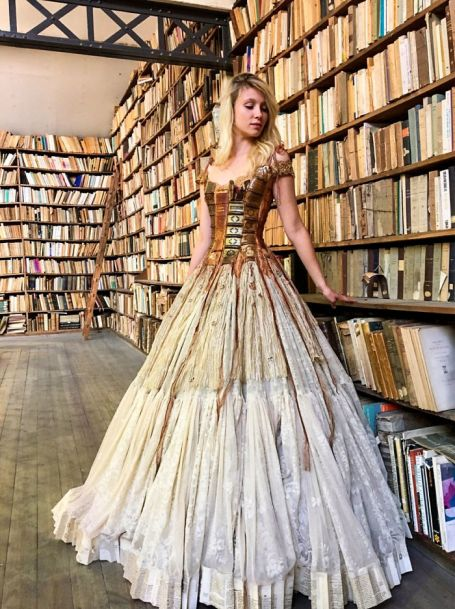 incredibly-amazing-dresses-by-sylvie-facon-14-5a951abe55ee5__700